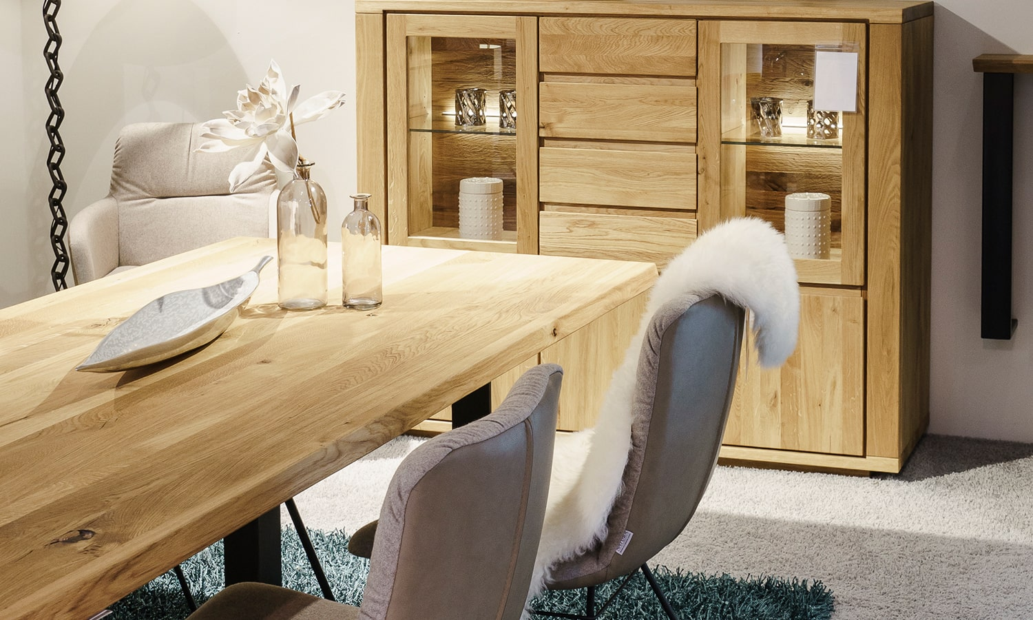 Esszimmer mit Highboard in Massivholz