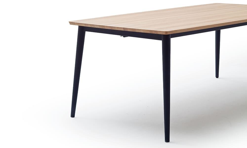 ausziehbarer Esszimmertisch mit Metallfuß